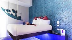 hôtel parisien literie originale suspendu bleue