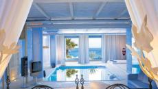 belle piscine intérieure dans la chambre