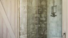 mur extérieur en pierre brute douche