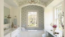 salle de bain traditionnelle coiffeuse originale