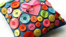 cousins bague de fiançailles décoré avec boutons
