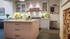 cuisine moderne design rose agencement de couleurs réussi