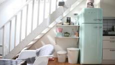 placards retro de cuisine sous l'escalier