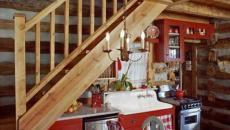 cuisine rustique sympa sous l'escalier