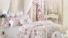 design décoration de chambre parure originale florale de lit