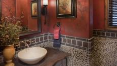 Résidence secondaire avec salle de bain déco rustique en pierre
