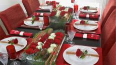 table de fête fin d'année en rouge