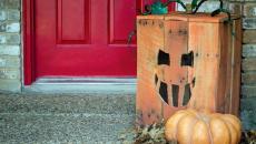 décorer le seuil de la maison avec citrouilles pour halloween
