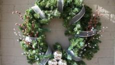 fêtes fin d'année déco porte couronne