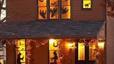 maison lugubre décoration Halloween fenêtres
