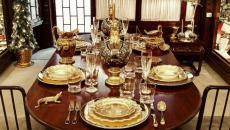 dresser une table de repas Noël vaisselle en or