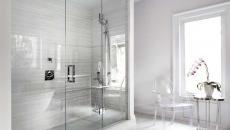 belle salle de bain chaise douche transparentes