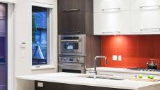belle cuisine moderne ouverte d'appartement