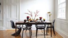 salle à manger moderne à chaises dépareillées