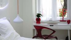 déco intérieure chambre blanc et rouge