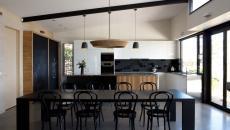 design épuré cuisine noir et blanc tableau a craie