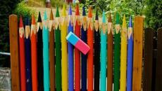 amusante joyeuse cloture crayons