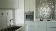 cuisine moderne en blanc et acier