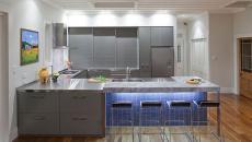 belle décoration en LED cuisine conviviale contemporaine