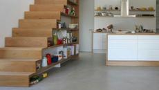 cuisine design unique sous l'escalier