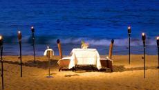 table sur la plage idées pour fêter la Saint-Valentin