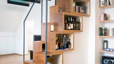 escalier intérieur et bibliothèque à la fois