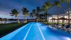 grande piscine outdoor maison de luxe propriété standing