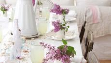 déco table fleurs nappe blanche