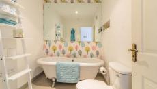 design déco salle de bains appartement papier peint