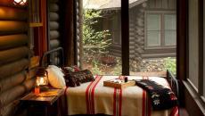 design déco rustique petite véranda avec lit