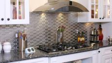 cuisine moderne au dosseret en acier