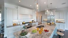 Grande cuisine classique avec comptoir de granite