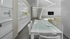 cuisine intérieur en blanc et gris moderne