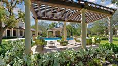 espaces outdoor luxe pergola design