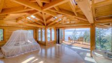 grande chambre rustique moustiquaire lit