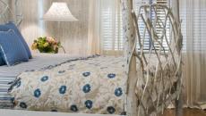 bois blanchi pour un lit à baldaquin rustique