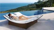 lit forme design original extérieur piscine terrasse