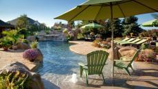 belle piscine originale maison de luxe