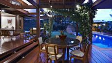 maison de luxe résidence secondaire terrasse en bois piscine