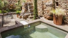 Le bassin de jardin est aussi un atout indéniable pour une maison de campagne