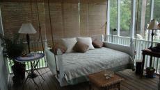 coin sommeil dans une véranda extension de la maison