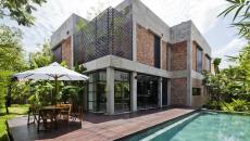 terrasse et piscine belle maison rénovée citadine