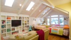 éclairer le grenier transformé en salle de jeu pour les enfants fenêtre de toit