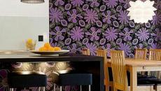 couleurs sombres & fleurs claires aux murs