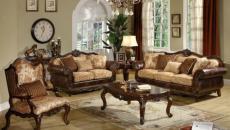 mobilier lourd en bois massif sombre