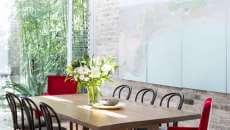 salle à manger mur en brique blanche déco originale éclectique