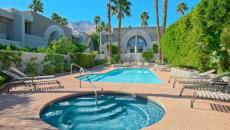 superbes piscines extérieures riches