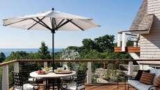 parasol en bois droit décoration balcon avec vue