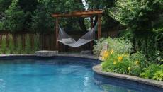 pergola sympa piscine extérieure hamac