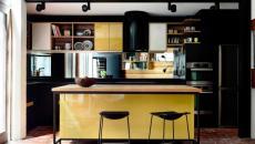 petite cuisine d'appartement en noir et jaune